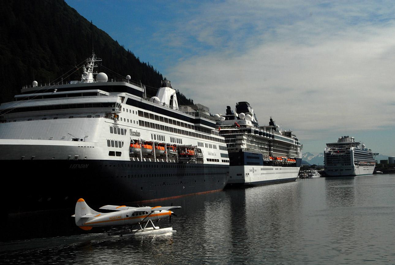 Juneau, Alaska, cruise ships, sea plane, 8.05.2008